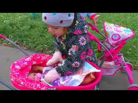 Прогулка с колясками Куклы беби бон видео на улице гуляем Как МАМА с пупсиками