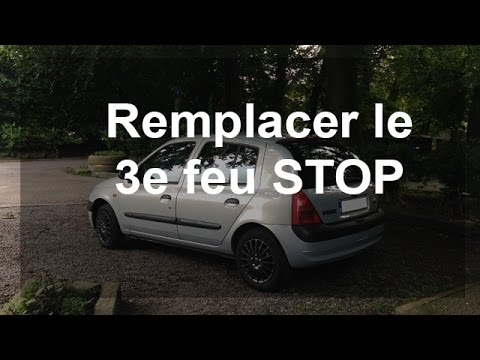 remplacer le 3e feu stop renault clio 2 youtube. Black Bedroom Furniture Sets. Home Design Ideas