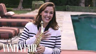 بالفيديو.. جينفر جارنر تظهر موهبتها في عزف الساكسفون