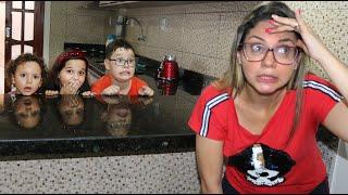 CADUZINHO E MAMÃE BRINCANDO DE ESCONDE ESCONDE COM AS CRIANÇAS