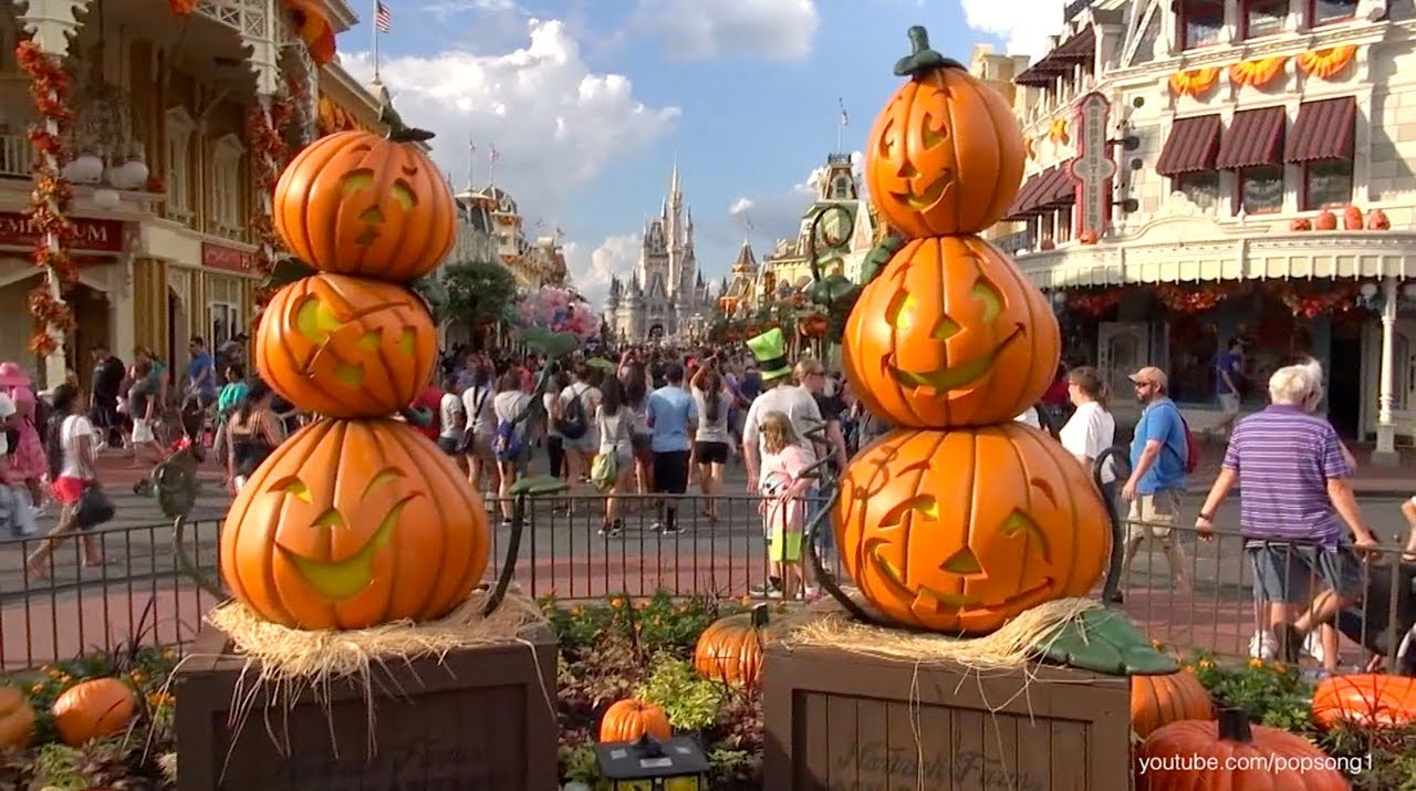 Magic Kingdom 2013 Halloween Decorations 2 Walt Disney
