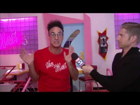 "SAVED BY THE MAX: Inside Chicago's ""Saved By The Bell"" Themed Restaurant"
