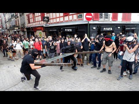 قمة مجموعة السبع: الشرطة الفرنسية تستخدم المياه لتفريق متظاهرين تجمعوا للتنديد بالقمة