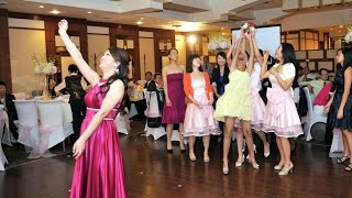 Bouquet Toss At Spring Villa Chinese Cuisine Toronto 多伦多渝园新阁海鲜酒家