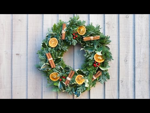How To Make A Traditional Christmas Wreath