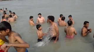 Ganga snan ( OPEN BATH ) हरिद्वार यात्रा Uttarakhand Tourism Haridwar Har ki Pauri -