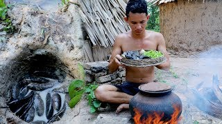 Primitive Technology : Find Fishing by Deep Hole in Forest - Cooking Fish sour Soup eating delicious