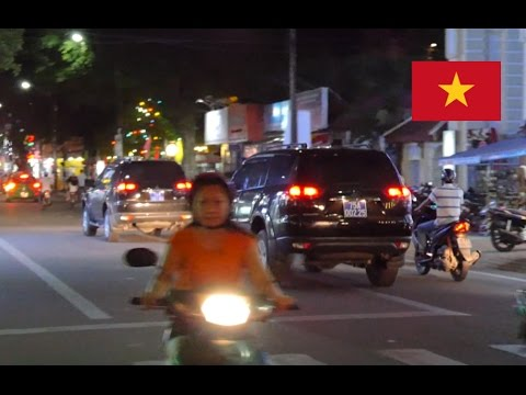Hue (Vietnam) Government Cars Clear Intersection With [Siren Horn] at High Speed