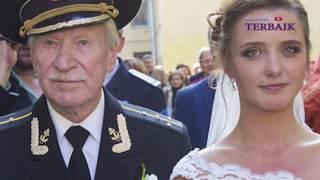 5 Wanita Cantik Yang Menikah Dengan Pria Tua