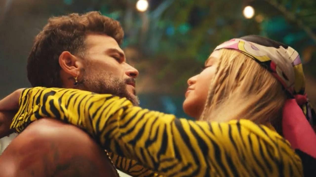 Sofía Reyes & Pedro Capó - Casualidad [Official Music Video]