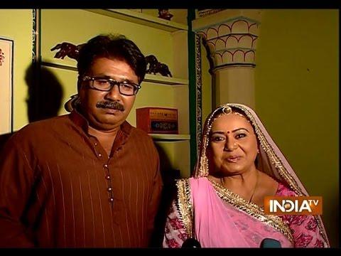 Diya Aur Baati Hum: Watch Why Bhabo Gets Scare?