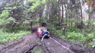Застрявшая Niva 2121 и танцы в грязи на опушке
