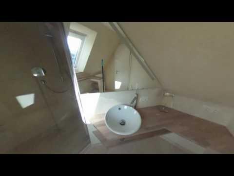 Kleines Bad mit zwei Dachschraegen