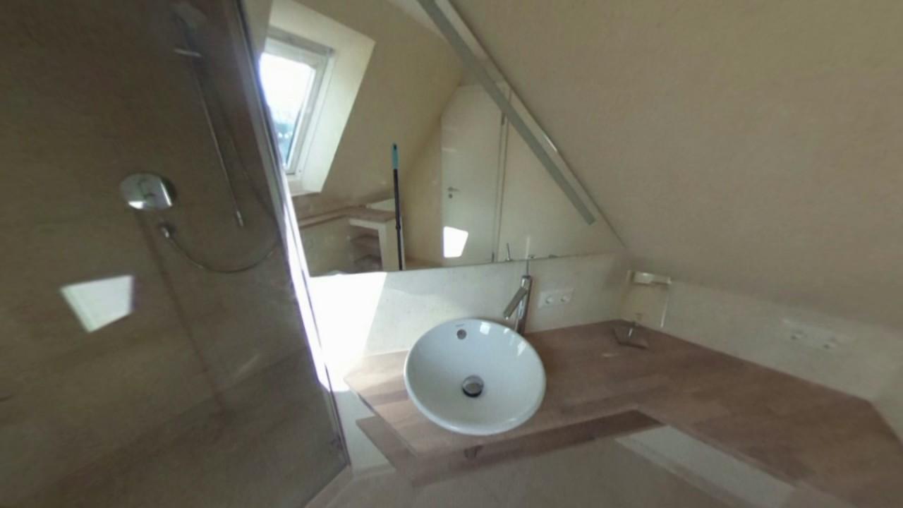Kleines Bad mit zwei Dachschraegen - YouTube
