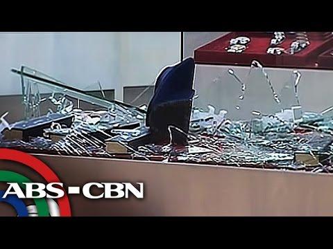 TV Patrol: Dalawang jewelry shop sa Tagum City, hinoldap