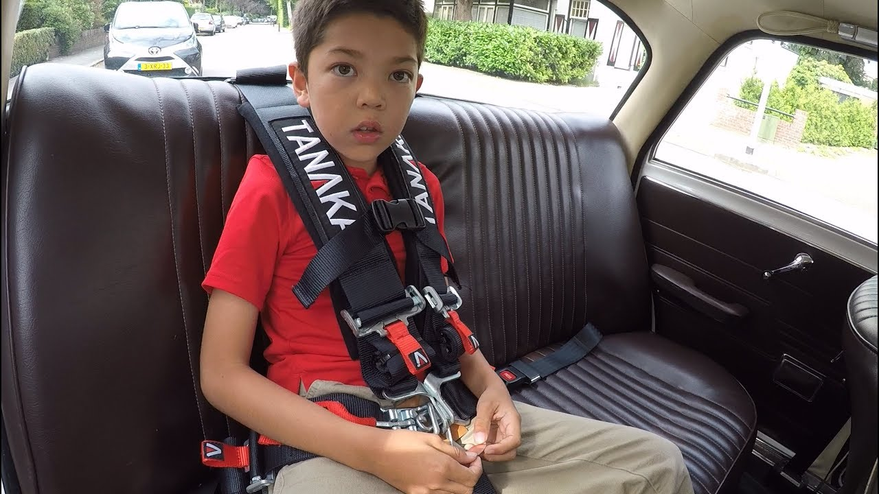 Tanaka 5-point harness for a 7-year-old - YouTube