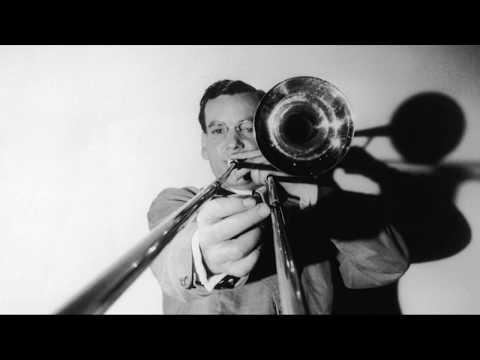 Glenn Miller-Moonlight Serenade April 4, 1939. Full spectrum stereo