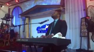 Spécial adorations avec Moise Mbiye 100% Miracle au nom de Jesus et non guegue