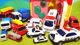 はたらくくるま よくばりボックスでおっきくなっちゃた 不思議な大変身 パトカー 消防車 救急車 ゴミ収集車 どれが好き? thumbnail