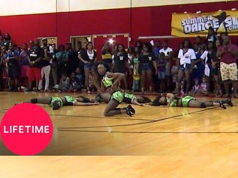 Bring It!: Summer Slam Battle, Round 1: Dolls vs. Divas vs. Tigerettes (S2, E24)