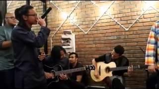 Drama Band FT Ronnie Hussein - Biarkanlah