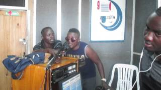 T sean sings Umoyo live on the Live Cafe on Hone fm Hosted by Kas, Ken and RC
