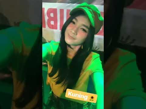 Vlog #1 Arlida Putri Live Adella