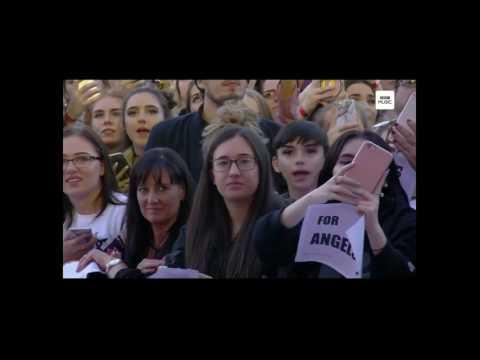 5 Ariana Grande and her BOYFRIEND Mac Miller liveManchester 04 06 17#OneLoveManchester