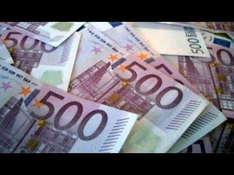 Gettano Mazzette Da 500 Euro Nel WC di Una Banca