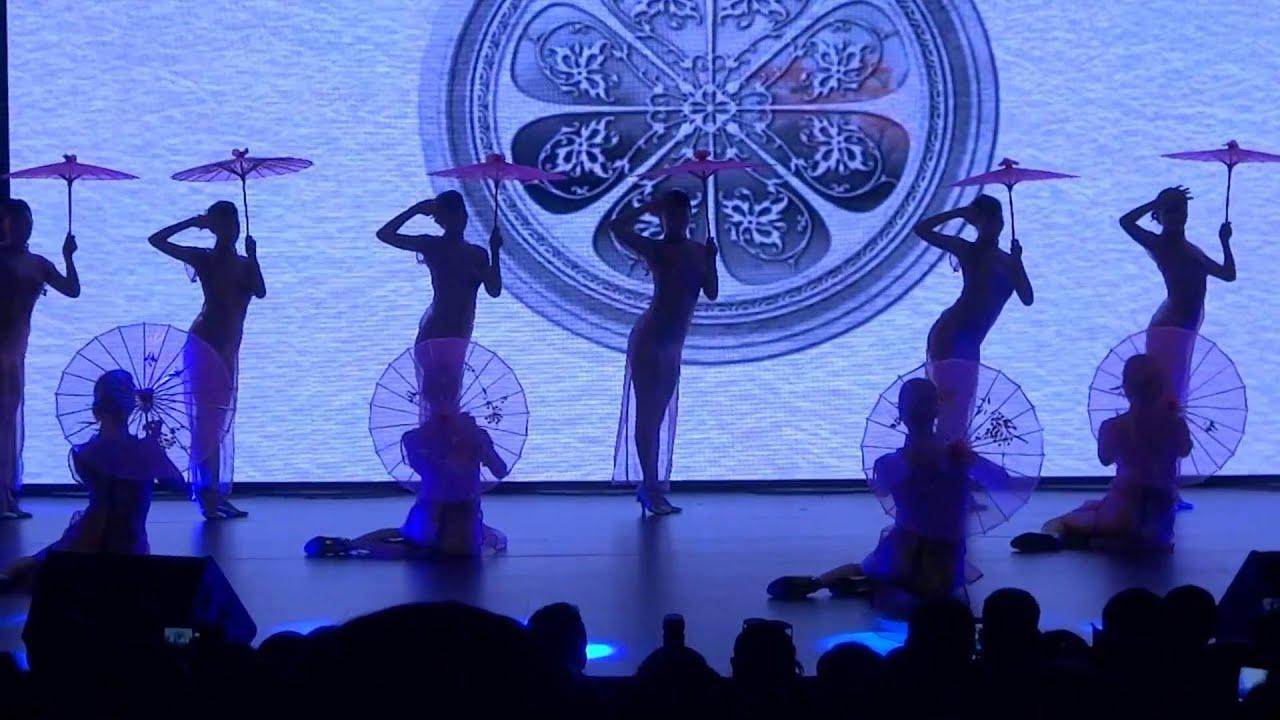 女子集体舞《洪椿晓雨》