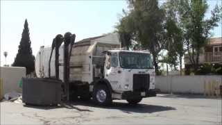Autocar WX64 Pendpac Sprinter Commercial Side Load Garbage Truck