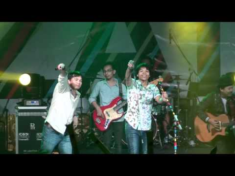 Aizat Feat Jimmy Palikat - Anak Kampung