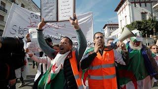 Algeria: posticipato il voto, ancora proteste