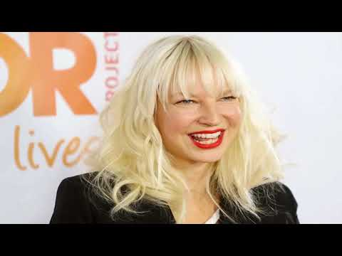 who is sia,sia real face ,why does sia cover her face