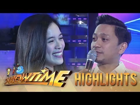 """It's Showtime Miss Q & A: Jhong approaches """"Ate Girl"""""""