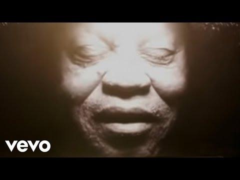 Клип Salif Keita - La Différence