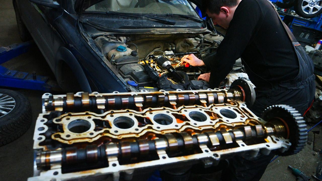 Замена маслосъёмных колпачков на двигателе Вольво хс70.