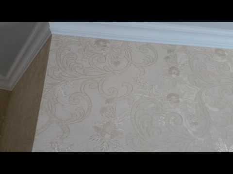 Установка багета на натяжной потолок. Что в начале, обои или натяжной?