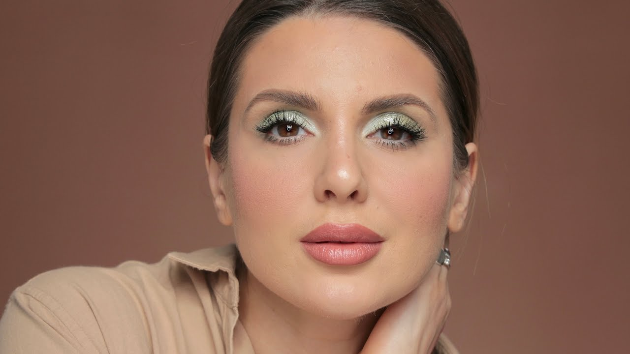 Simple but yet sophisticated makeup look   ALI ANDREEA