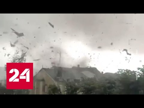 В Люксембурге торнадо срывал крыши с домов - Россия 24