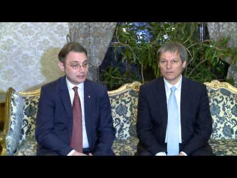 Declaraţii de presă ale prim-ministrului Dacian Cioloş la Ambasada României la Paris