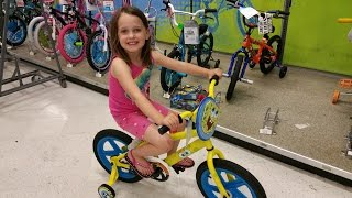 Spongebob vs Hello Kitty Bike Race at Toys R Us with Drifting
