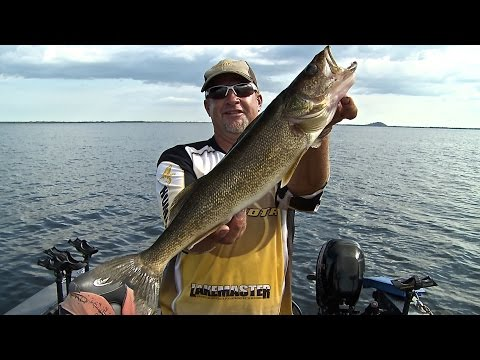 Jigging Summer Walleye On Petenwell Flowage - How To Locate Summer Fish