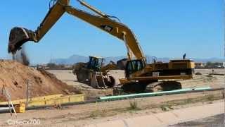 CAT 385CL Excavators Digging With Huge Bucket