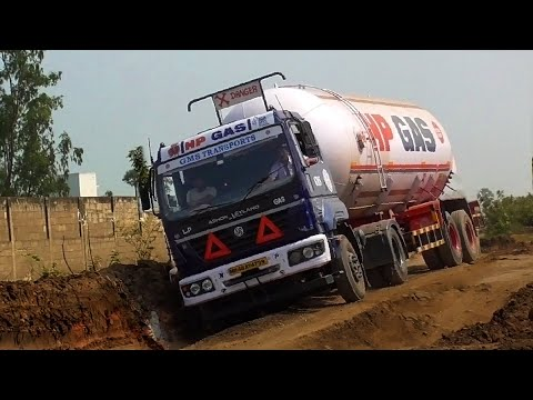 Gas Tanker Truck VS Petrol Tanker Truck on Dirty Highway | Lorry Videos | Trucks in Mud