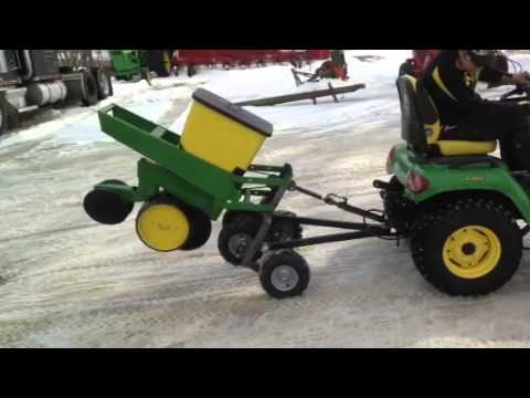 John Deere 1 Row Pull Type Youtube
