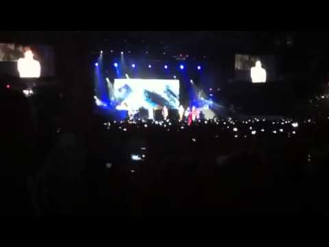 One direction use somebody cover (Chicago)
