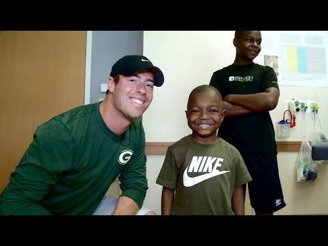 Scott Tolzien from Packers visits Antonio at Children