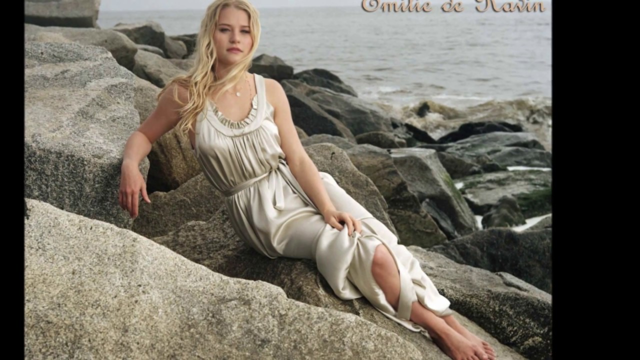 Download Emilie de ravin -  Actress