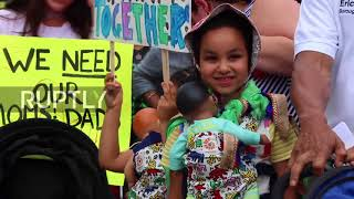 USA: New Yorkers take part in stroller march against migrant detentions